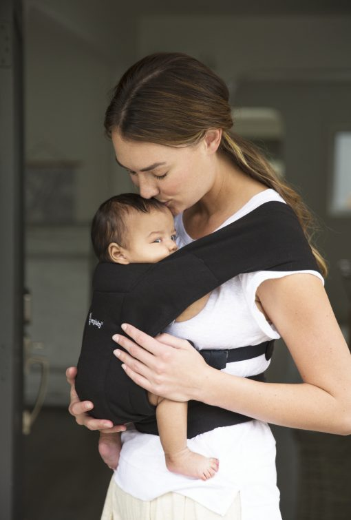 Ergobaby Embrace Pure Black bæresele